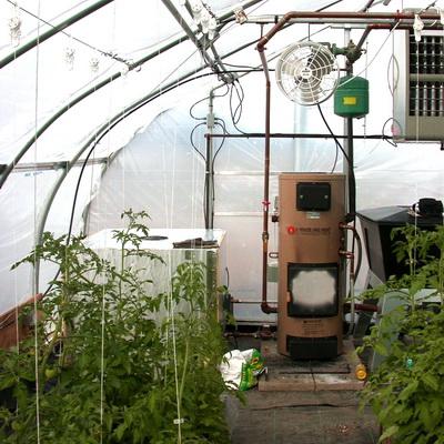 Как сделать обогрев теплицы и парника: солнечный, биологический и технические способы