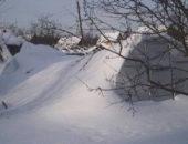 Укрепление теплицы подпорками на зиму