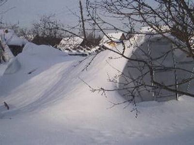 Обязательно ли на зиму устанавливать подпорки в теплице под каркас?