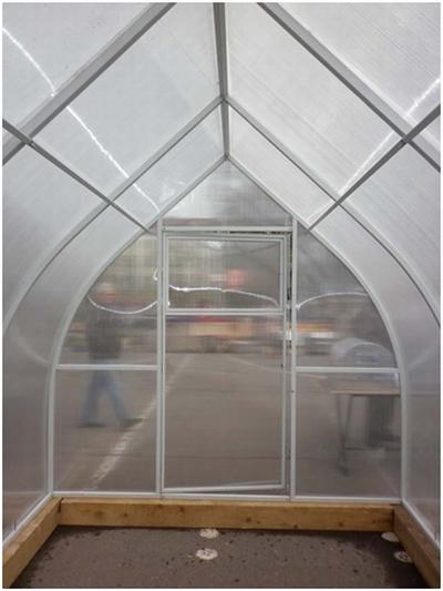 Вид каплеобразной теплицы изнутри