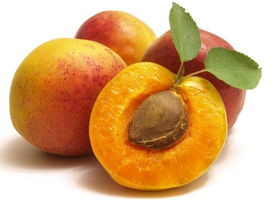 Косточка абрикоса в плодах