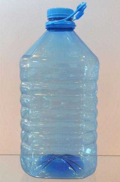 Большая пластиковая ёмкость