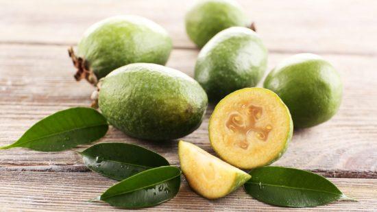 Спелые плоды фейхоа