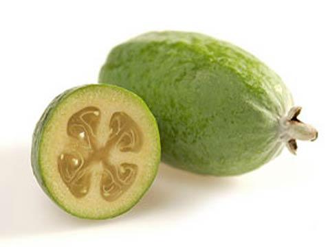 Зрелый плод фейхоа в разрезе