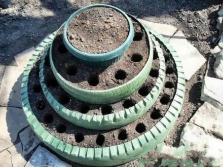 Грядка из шин разного диаметра