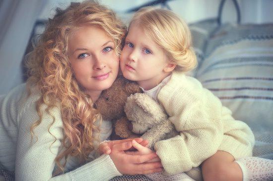 Женщина с дочерью
