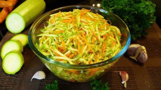 Кабачки с морковью и луком в маринаде