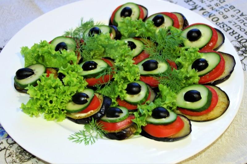 Закуска «Павлиний хвост» из баклажанов: украшаем застолье без лишних затрат