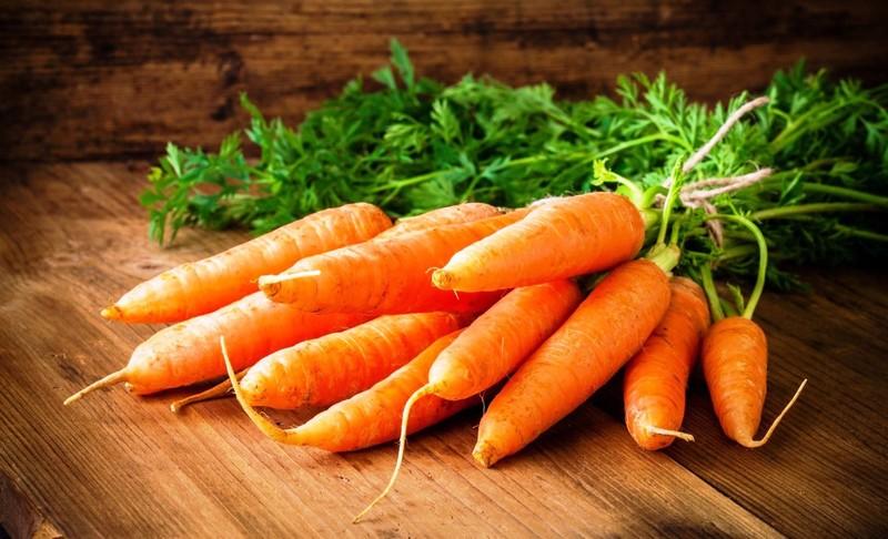 Эти подкормки сделают морковь сладкой и сочной,а также помогут ей долго храниться