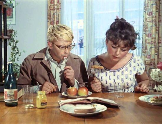 Ностальгический тест: угадываем любимые советские фильмы по еде и напиткам из них