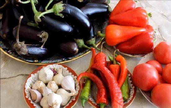 Перец, помидоры, баклажаны и чеснок