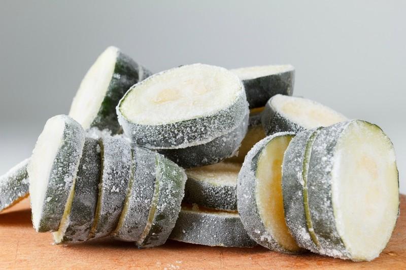 Запасаем витамины: лучшие способы заморозить кабачки на зиму