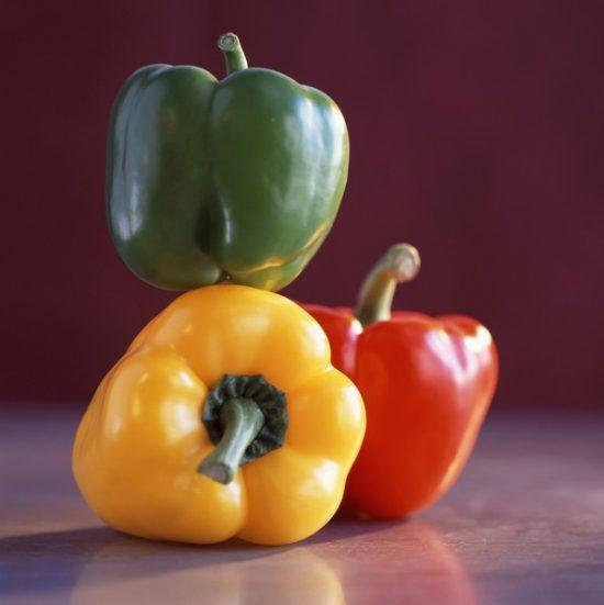 Красный, зелёный и жёлтый болгарский перец