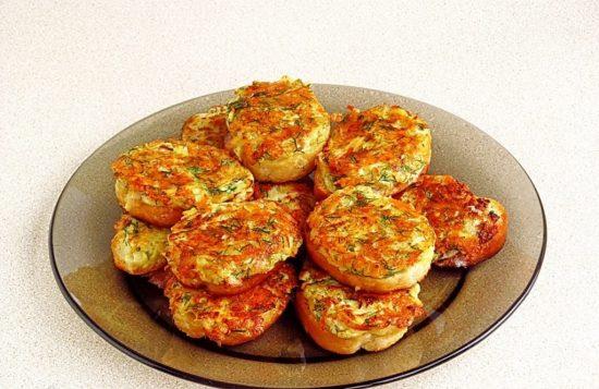 Готовые бутерброды с сыром и картофелем
