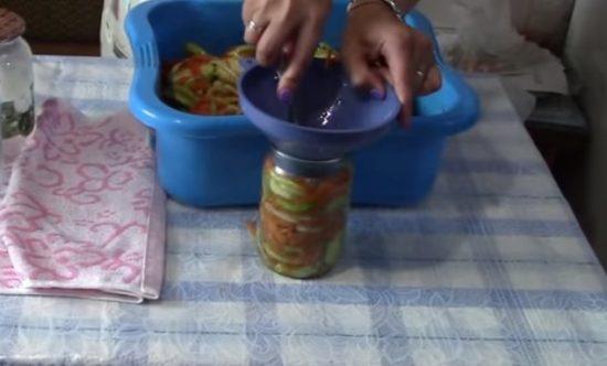 Салат из кабачков в банке