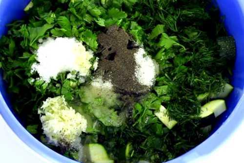 Овощи, зелень, соль и перец