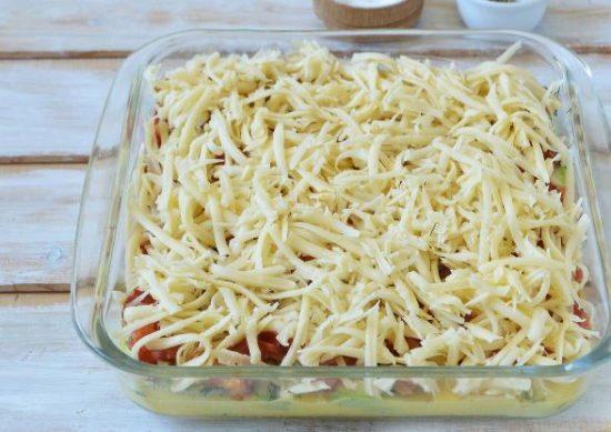 Заготовка для запеканки под слоем тёртого твёрдого сыра