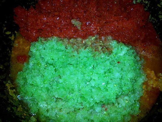 Измельчённые овощи в сковороде