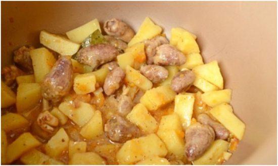 Картофель с сердечками в мультиварке