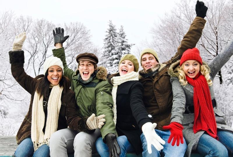 8 идей, как развлечься с друзьями за городом зимой