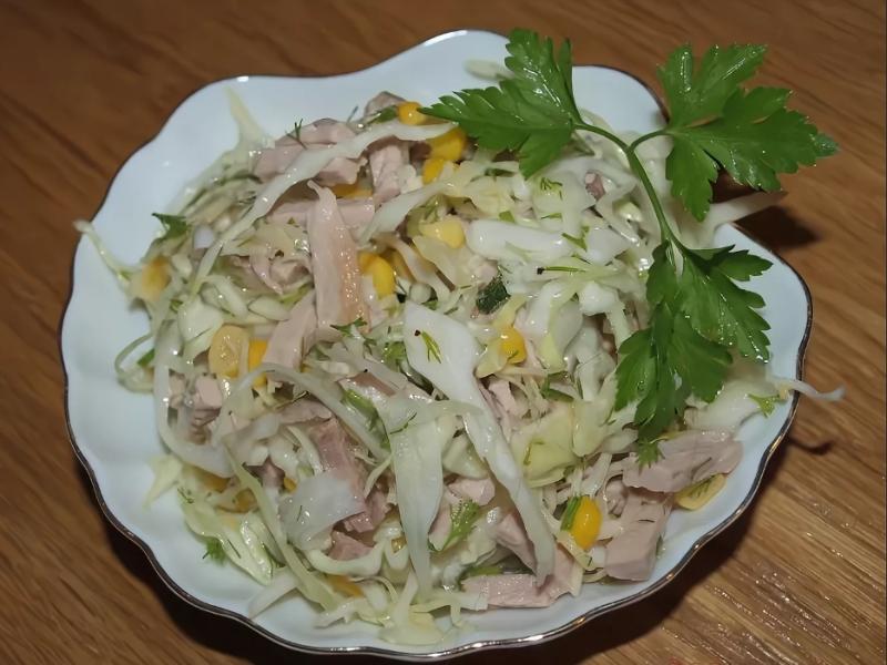 Салаты из белокочанной капусты: 4 вкусных и полезных рецепта